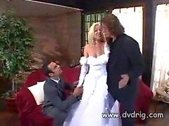 Missy Monroe Just Married und feiert die Event Werbeagentur verdammte ihrem neuen Mann und die besten Men in der gleichen Zeit Threesome Abspritzen Anale