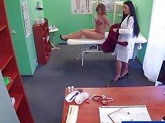 FakeHospital Sexy geile Krankenschwester verführt den Patienten