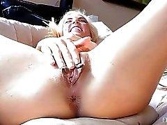 Heather Hän masturboi Fingers Again