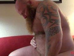 Vikingo y tatuaje-papá perforado