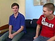 Правовой подросток мальчика девственница гей-порно Trent вытаскивает и дамп N