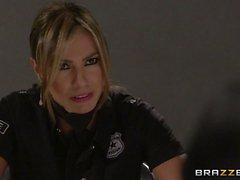 Esperanza Gomez ist eine Frech Polizist