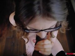 Elena Koshka i glasögon rasade gott med fat stora kuk
