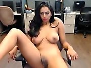 Bürosu anda Büyük Göğüsler Çarpıcı Hint Webcam Girl