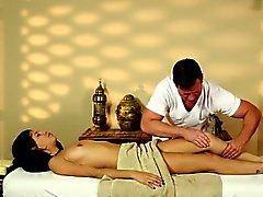 Büyüleyici masör oldukça aldatıcı masaj odaları