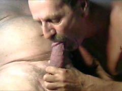 Scene di sesso gay selvaggio.