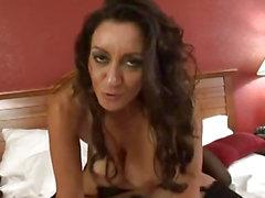 Большая двубортный мать стукнул в гостиничном номере