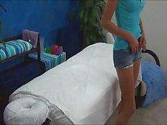 Versteckte Kamera Fänge 18 jährigen alter Durchgefickt an Massage Tisch
