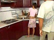 Amusez-vous à la cuisine anal d'une femme