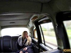 slam del driver di suo amante nei suoi taxi di