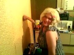 Kåta CD Andrea sugande en dildo