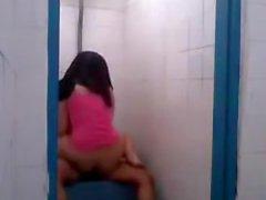Indo etti bir umumi tuvalete siktir