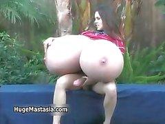 Reizvoller brunette babe dreht durch Zucken Teil 6