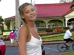Carli loira amadora andando nudez em público