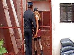 Eines Polizisten durchgefickt