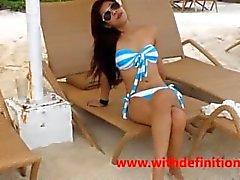 Asian Hündin am Strand - HOT