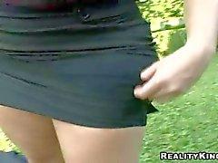 Mulheres maduras a Suzanna faz bj ao ar livre na o POV