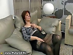 Mature huisvrouw krijgt geil uit