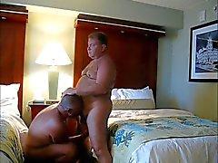 les hommes plus âgés et l'ours vidéos 0002