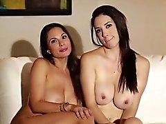 Große Brüste nackt Lesben bts