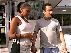 Seksikäs Ebony preggo kuseen kahdelta mieheltä