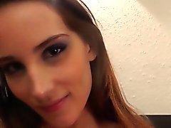 Gesichtsbehandlung liebenden european Babe Sperma verwöhnten