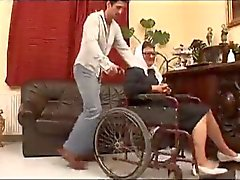 Bir tekerlekli sandalye Fucked İyi Granny