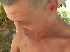 Mest ful Old Man fucks fet mogna i skog