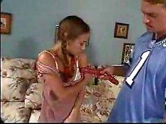 Pigtail tiener houdt van anaal neuken