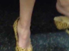 Сексуальные Пожилая Shoeplay в классический каблуки