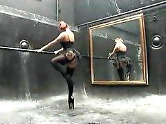 Frecher rothaarig erwischt den Ball ihrem Anus geleckt und fingrigen