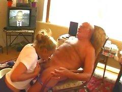 Büyükbaba Andre emdi ve Tessa tarafından becerdin