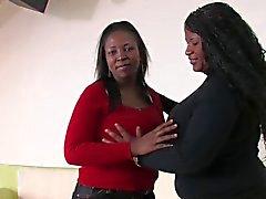 MILF Black Borstvoeding