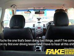 Driving School Fausse magnifique blonde obtient Creampie