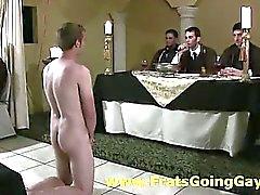 La fraternidad homosexual pasea chicos la universidad aficionado desnudas