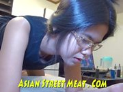 Demure Anal Angel entrega el placer rectal asiático