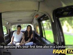 Fake Taxi große spanische Schönheit fickt ihre bf in den Rücken