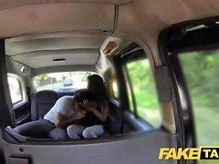 Taxi falso alto belleza española folla su BF en la espalda