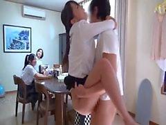 Ragazza carina Giappone ottiene scopato fronte alla famiglia