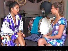 Assa Akira lesbische Massage