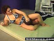 Louco menina Inglês atacar seu namorado de piscina fazendo com que ele fungar sua buceta impaciente