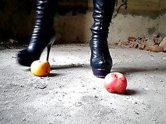Crush avec des bottes à talons hauts