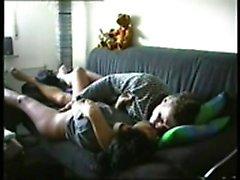 Coppia sul divano Lovella da date25com