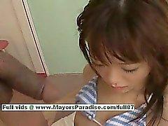La Shoko Yokoy ragazza sexy della bambola bella cinese dà eccellenti Pompini