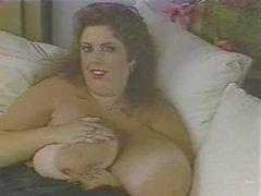 Riesigen Brüste Blinzeln der
