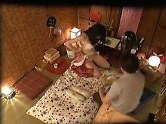Doyumsuz Japon ev kadını her bir zonklama kutup sikikleri