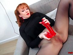 Rothaarige ROT XXX Solo Play In Nylons Und Dessous