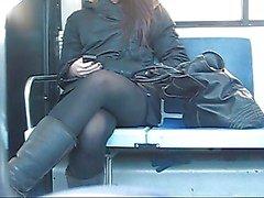 Adolescente voyeur upskirt no autocarro