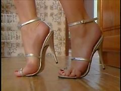 Sammy Jayne loves her foot