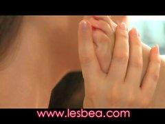Lesbea Пожилая балериной обладает ее плотных волосатая киска простер